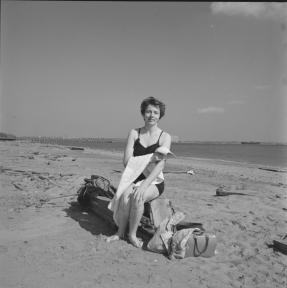 Vivian Maier, 1954_cropped.png